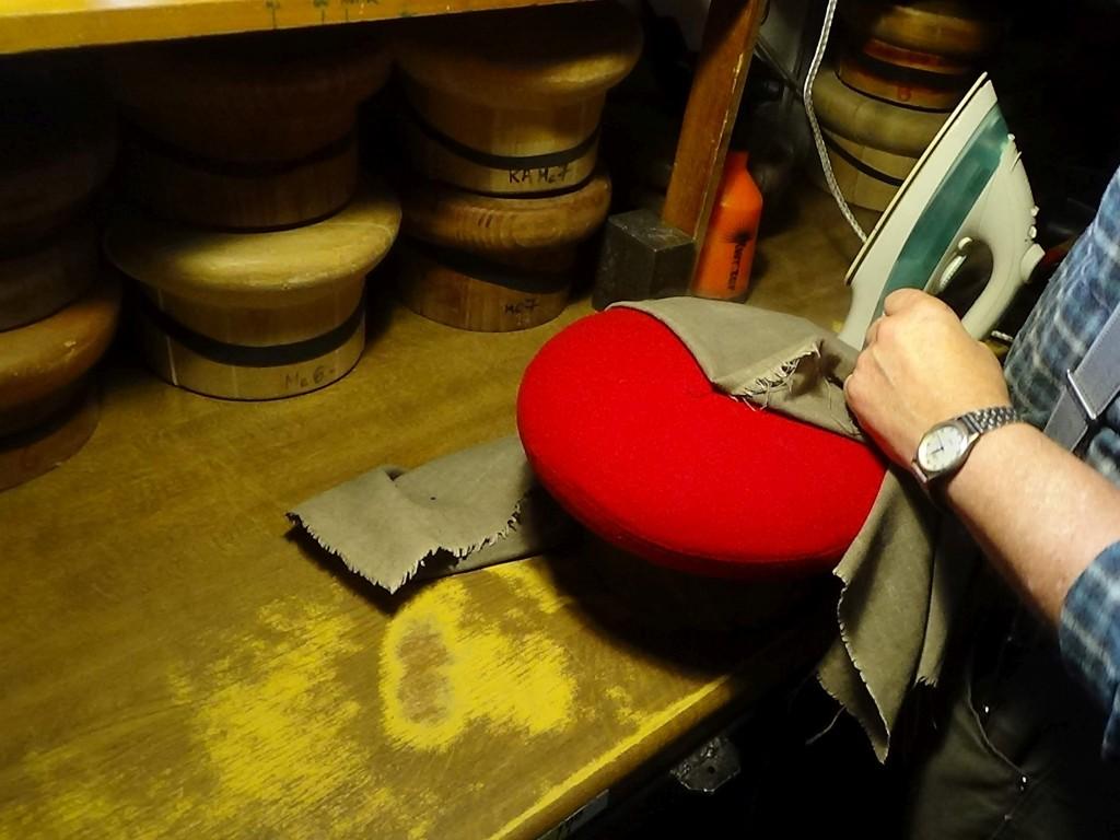 6 czerwony prasowanie beretu