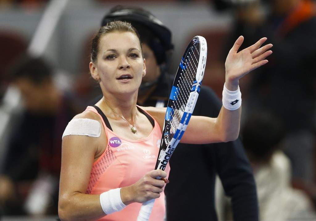 epa05572296 Agnieszka Radwanska of Poland reacts to the crowd after winning a women's third round match against Caroline Wozniacki of Denmark in the China Open tennis tournament at the National Tennis Center in Beijing, China, 06 October 2016. EPA/ROLEX DELA PENA Dostawca: PAP/EPA.